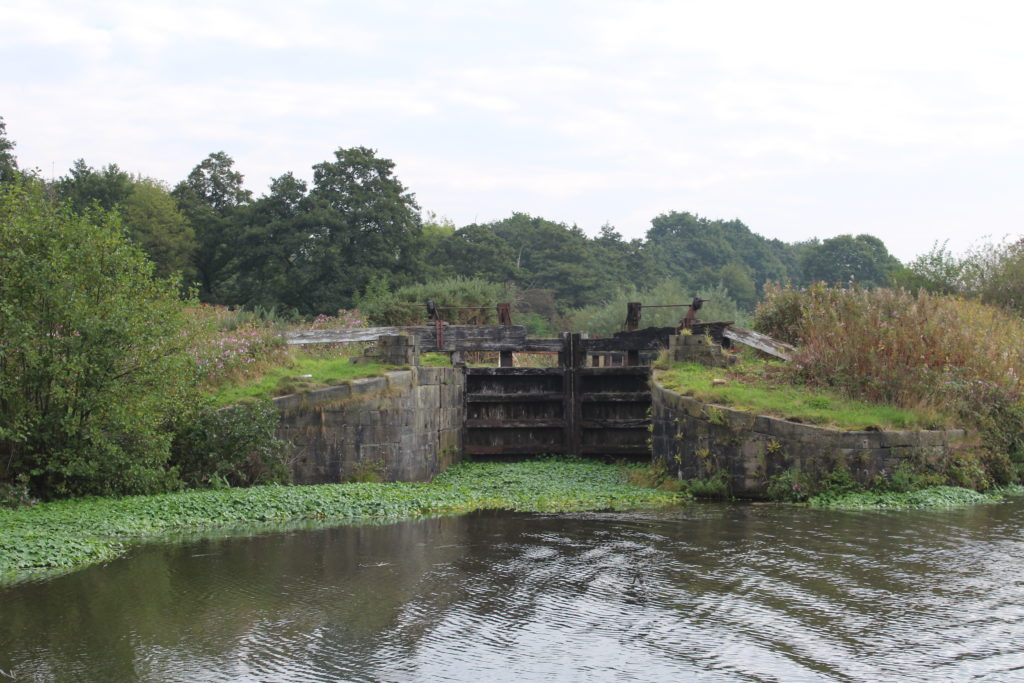 Abandoned small lock at Appley Bridge