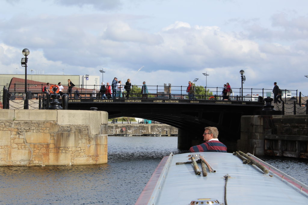 Turning into Salthouse dock